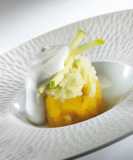 Neige fondante d'amande Granité de pomme et marmelade d'ananas