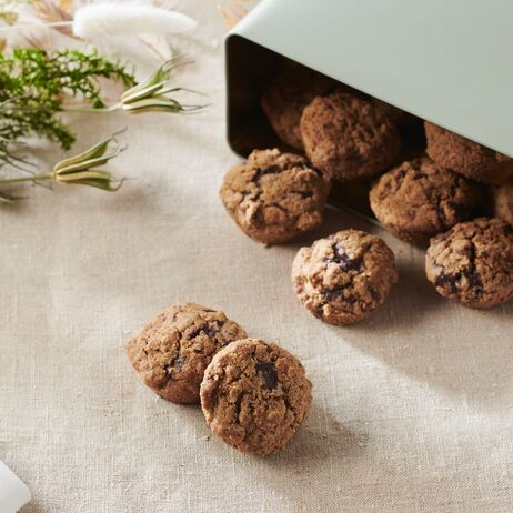 valrhona.com-recipe-gluten-free-buckwheat-and-chocolate-chip-shortbread-biscuits