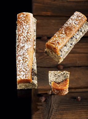 Pralina black sesame seed travel cake