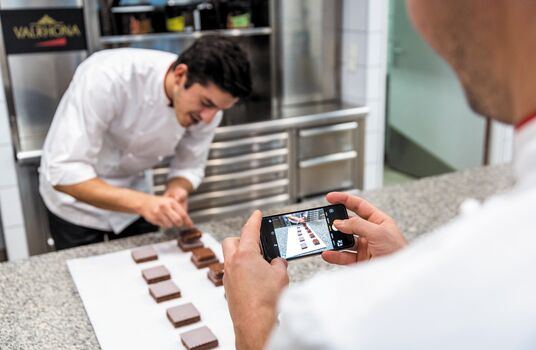 valrhona.com-ecole-valrhona-service-our-online-trainings