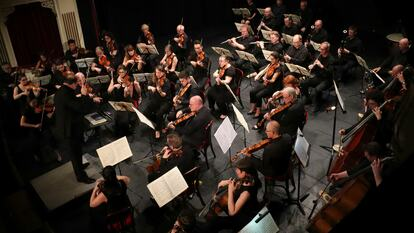 Corinthian Orchestra performing