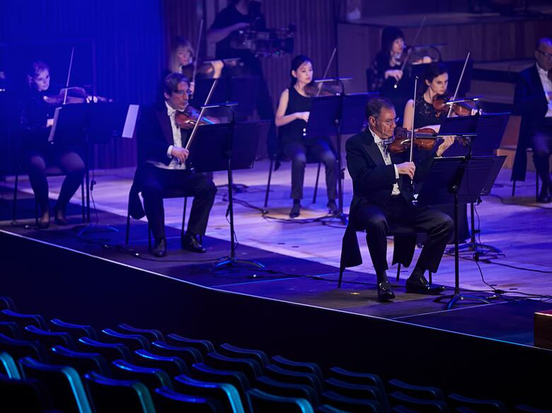 London Philharmonic Orchestra, musicians playing the violin