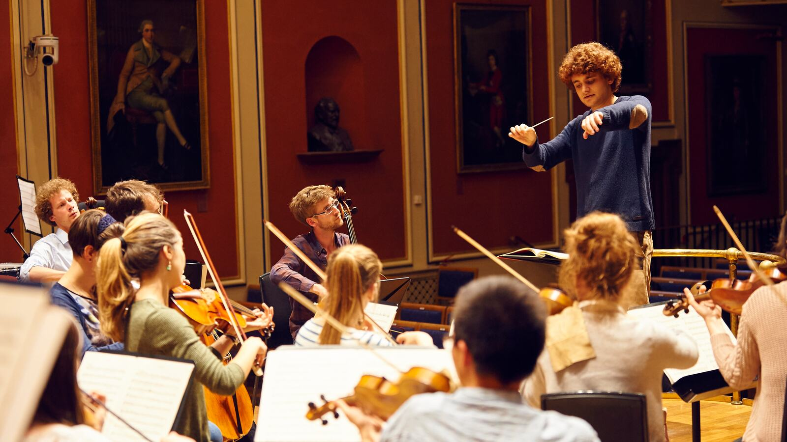 Orchesetra with conductor