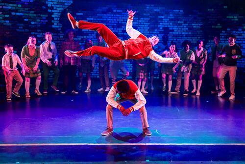 Zoonation Dancers breakdancing