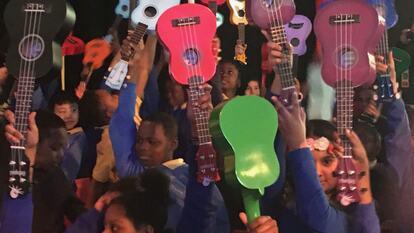 Schoolchildren holding ukuleles