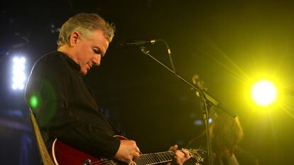 Mick Harvey plays guitar