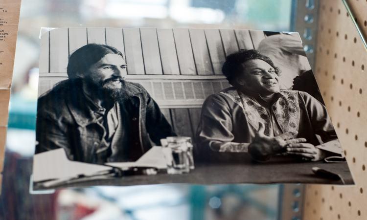 Photo of George Harrison and Ravi Shankar