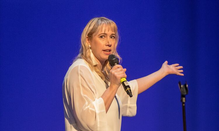 Comedian Tiff Stevenson appearing on stage in Oslo