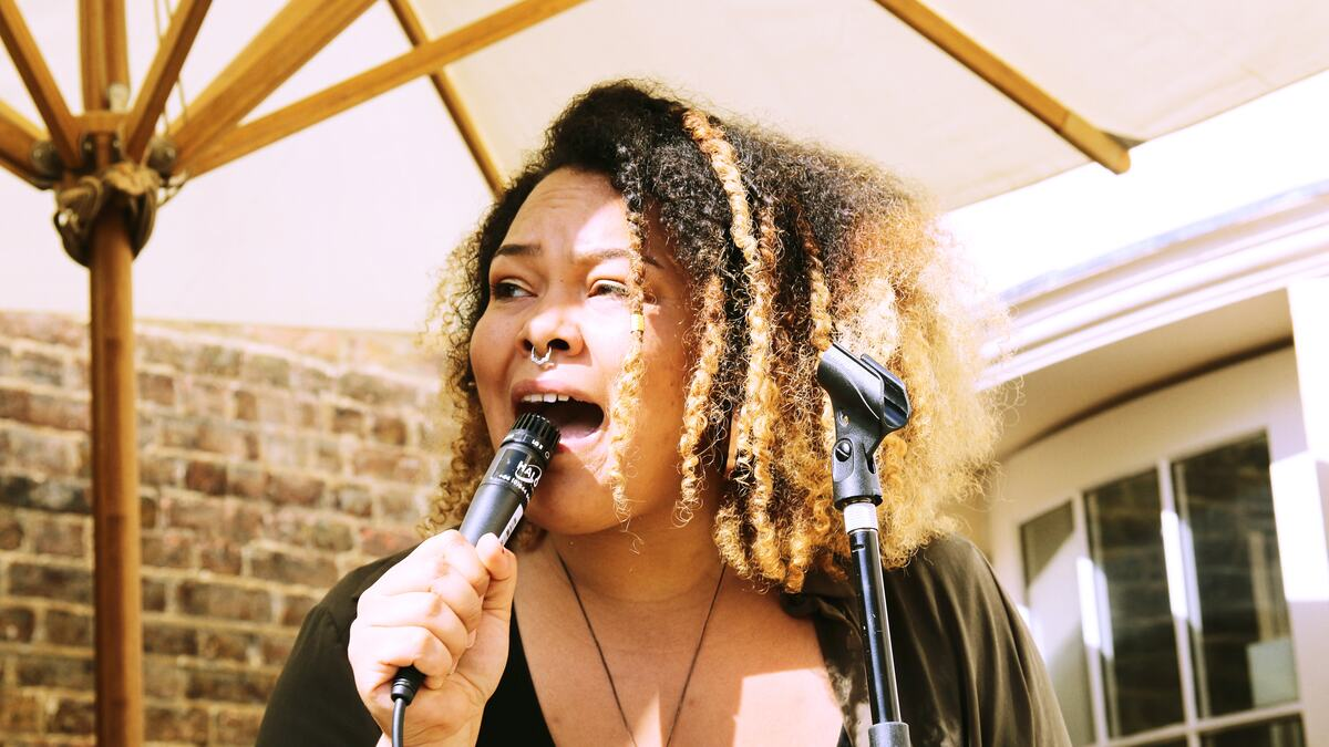 Singer, Floetic Lara
