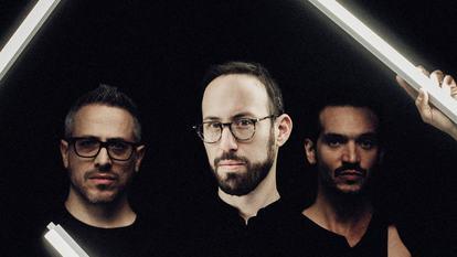 Paris, le 2 Novembre 2016.Portrait de Yaron Herman accompagné de Ziv et Bastien Burger