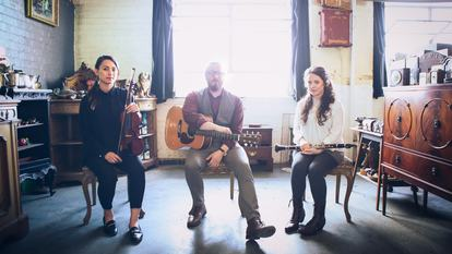Friday Lunch: Threaded, folk group