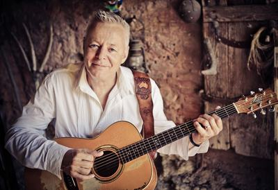 Tommy Emmanuel with his guitar