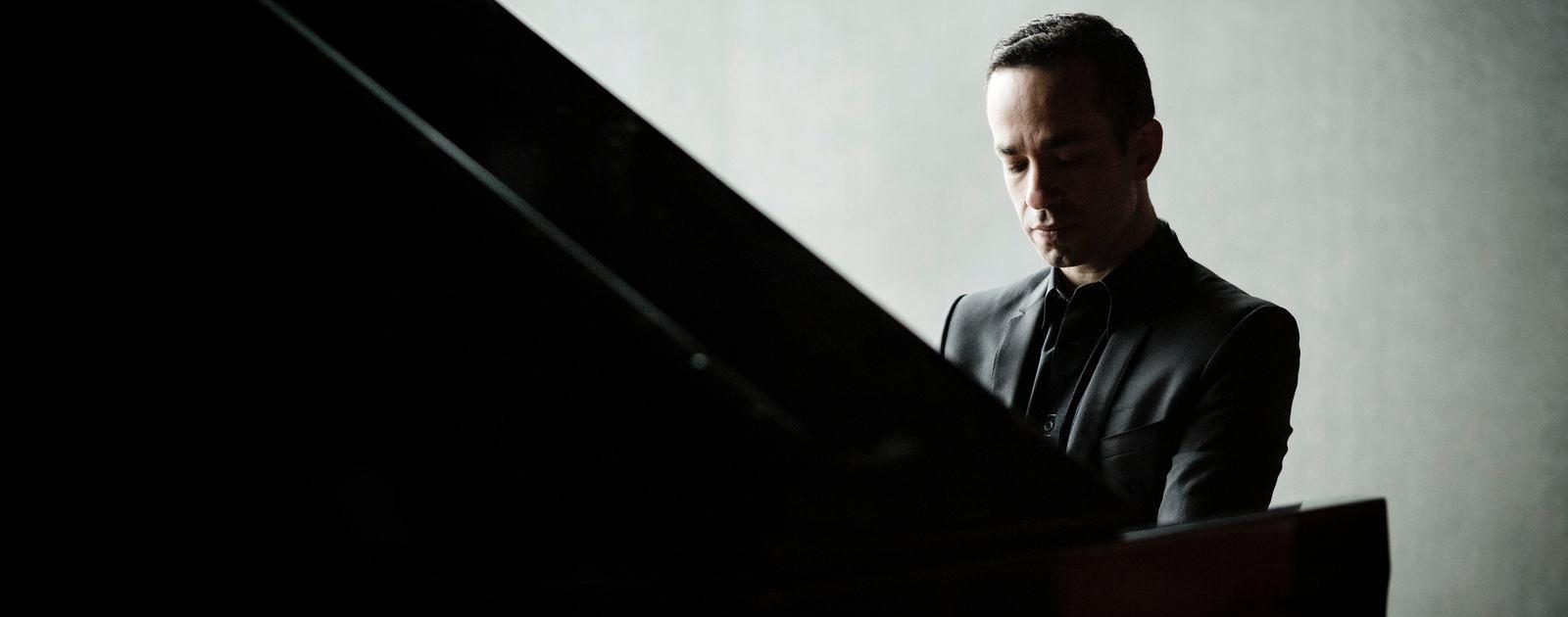 Inon Barnatan 2014- Pianist.Photo: Marco Borggreve