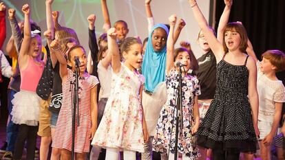 Friday Lunch: Harmonise, children and young people on stage singing