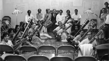 Ravi Shankar with sitarists