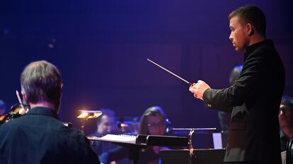 Conductor with London SInfonietta