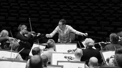 John Wilson conducts Elgar & Korngold
