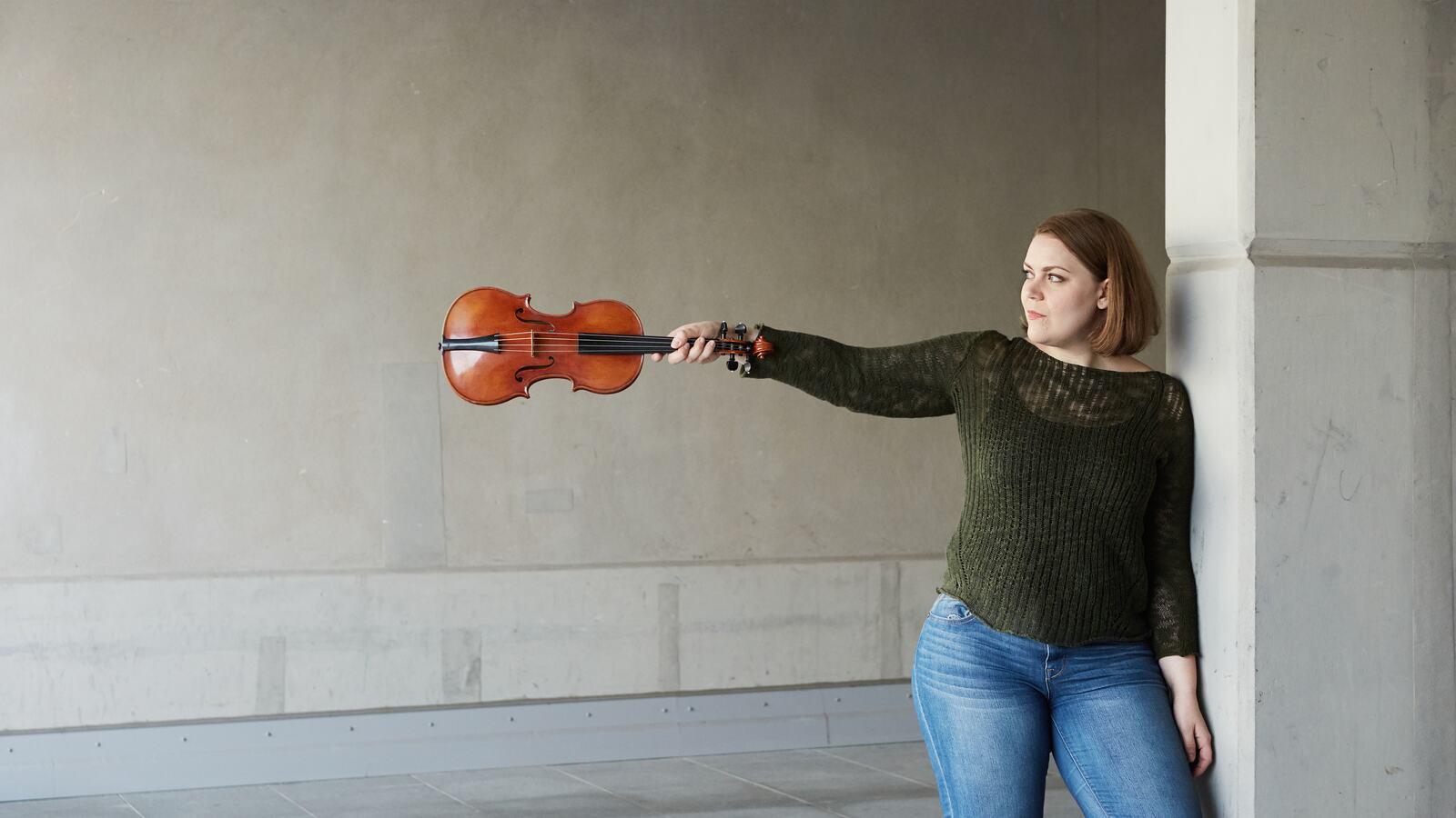 Julia Kuhn, violin