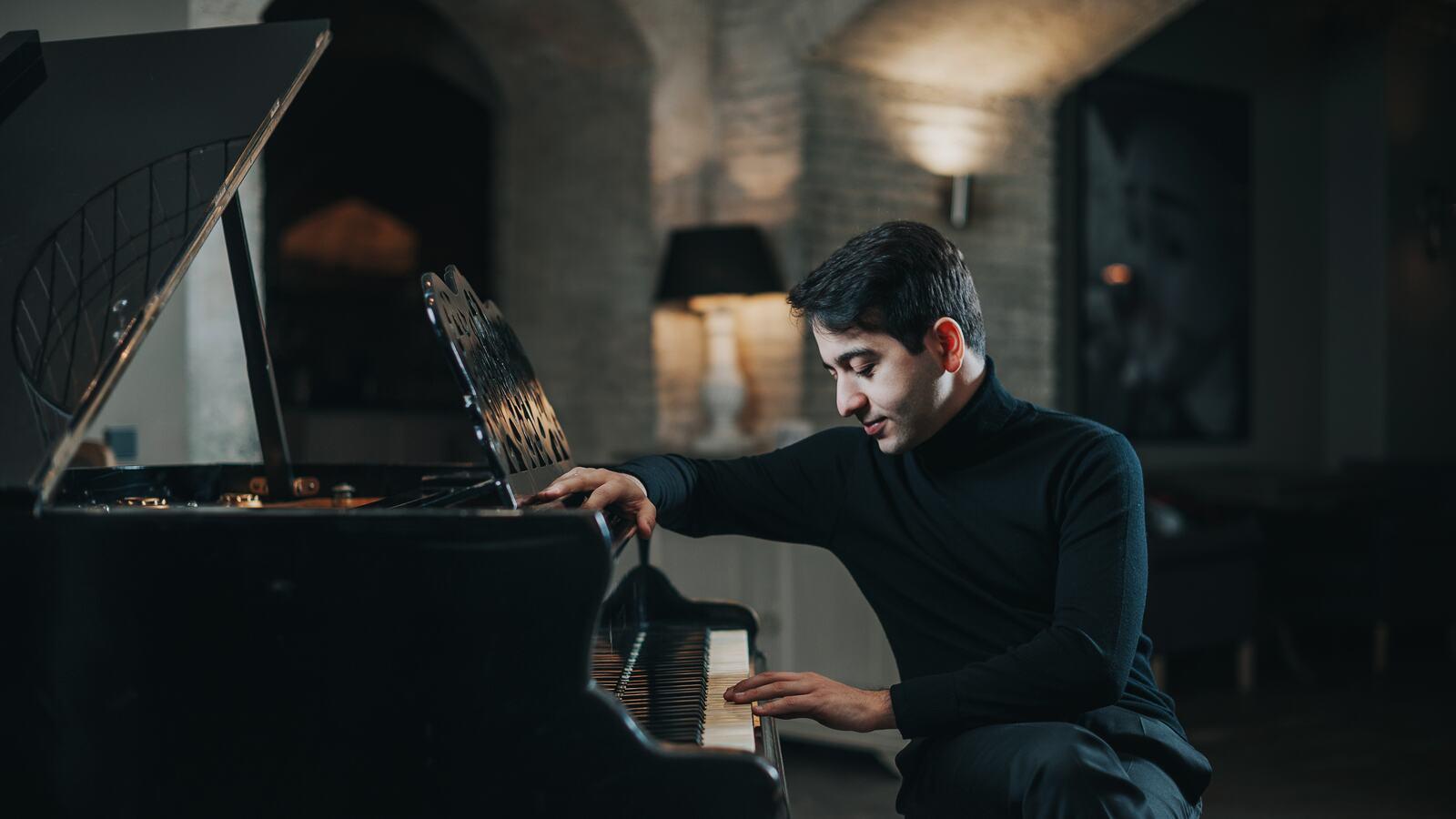 Luka Okros at the piano