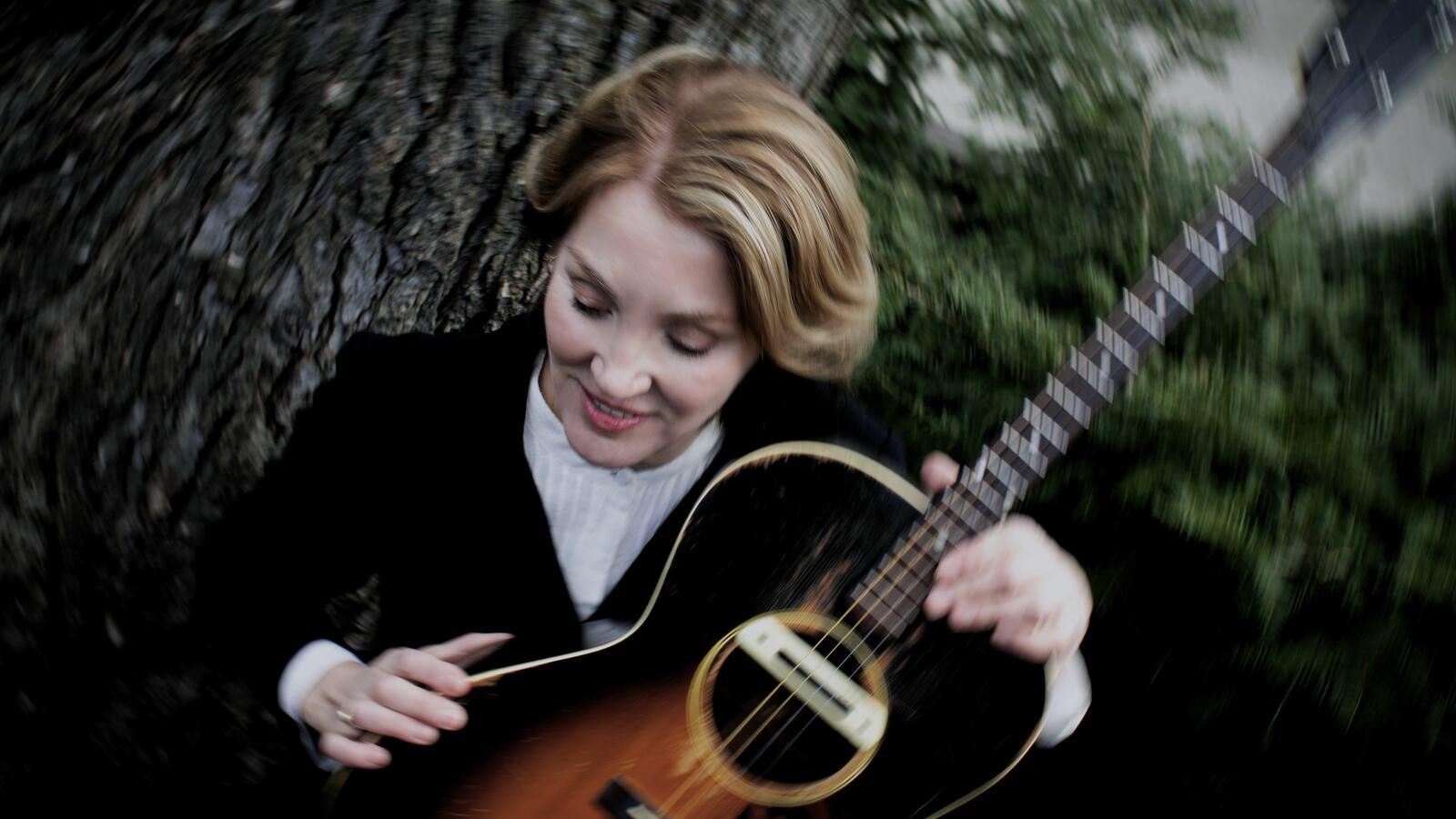Diana Jones, singer-songwriter