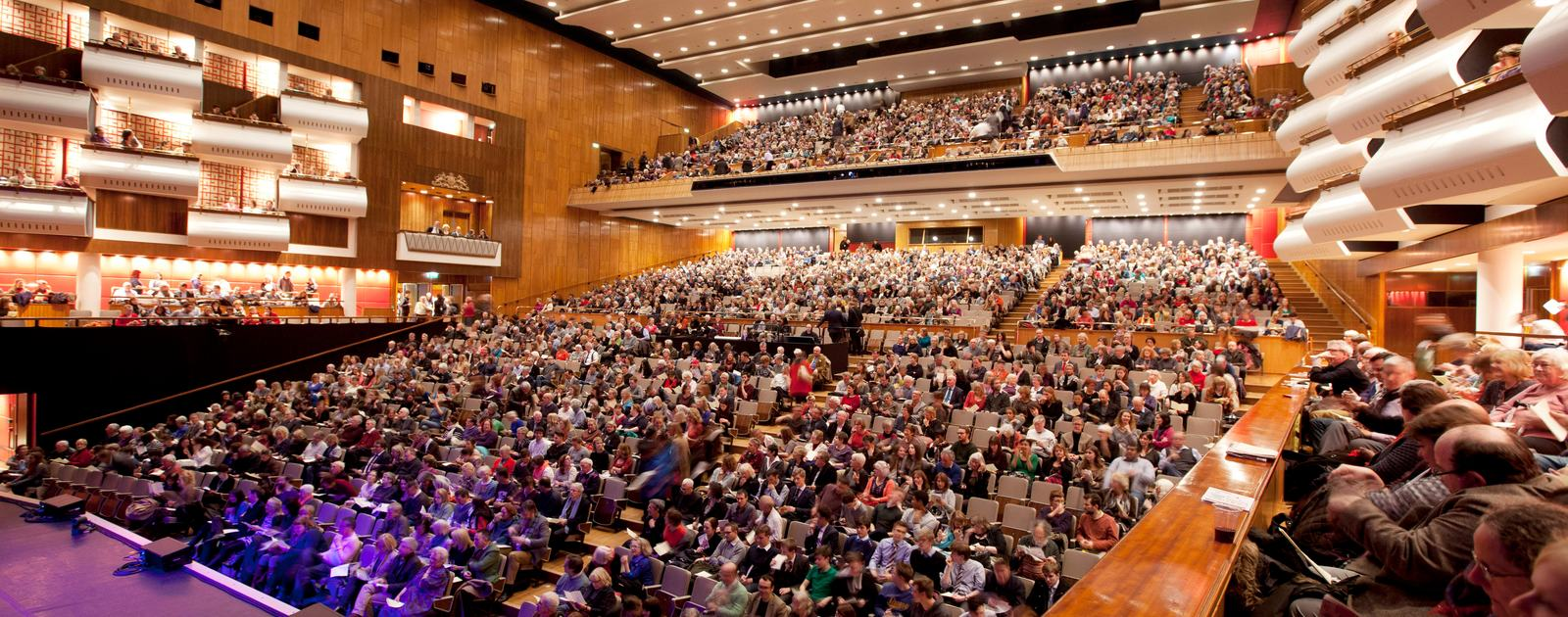 Sold out literature audience_Southbank Centre's London Literature Festival_CREDIT Belinda Lawley 2000