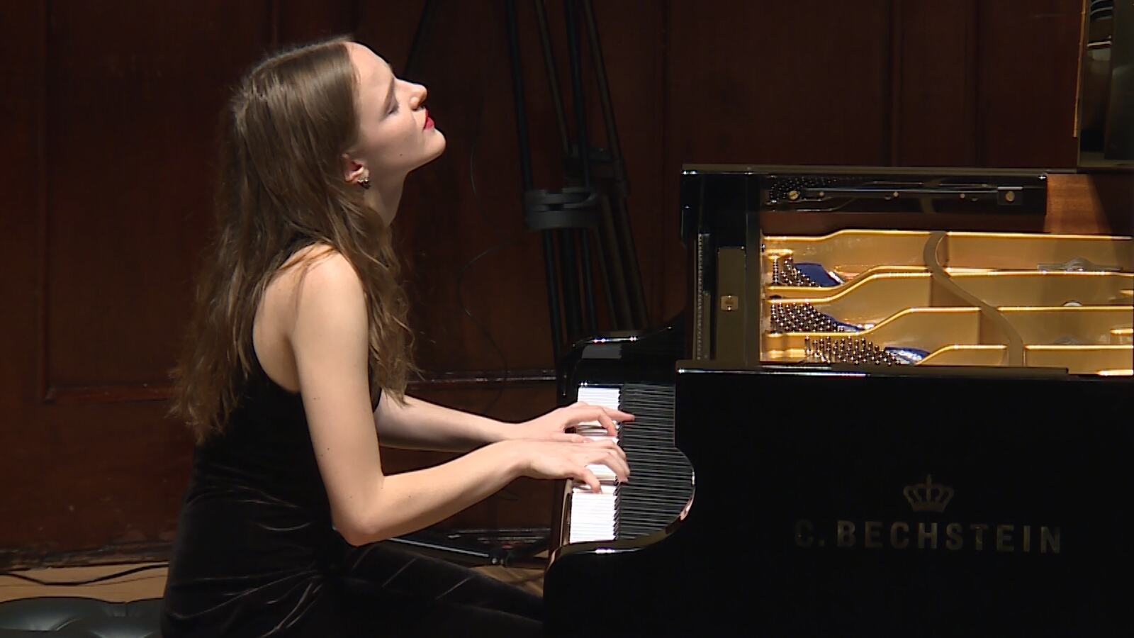 A women playing the piano