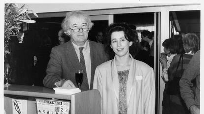 Seamus Heaney with librarian Mary Enright