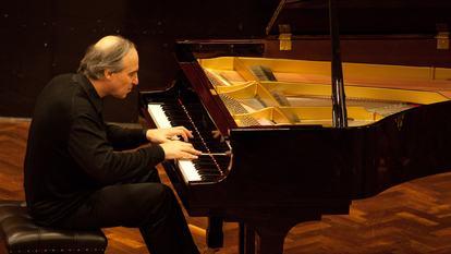 Alexander Ardakov piano