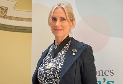 Under embargo until 13:45 7th June...Pictured at Hull City Hall is the presentation of the new Tenth Waterstones Children's Laureate. Shown is Lauren Child, the new laureate and the medal she has been awarded. Pictures copyright Darren Casey / DCimaging