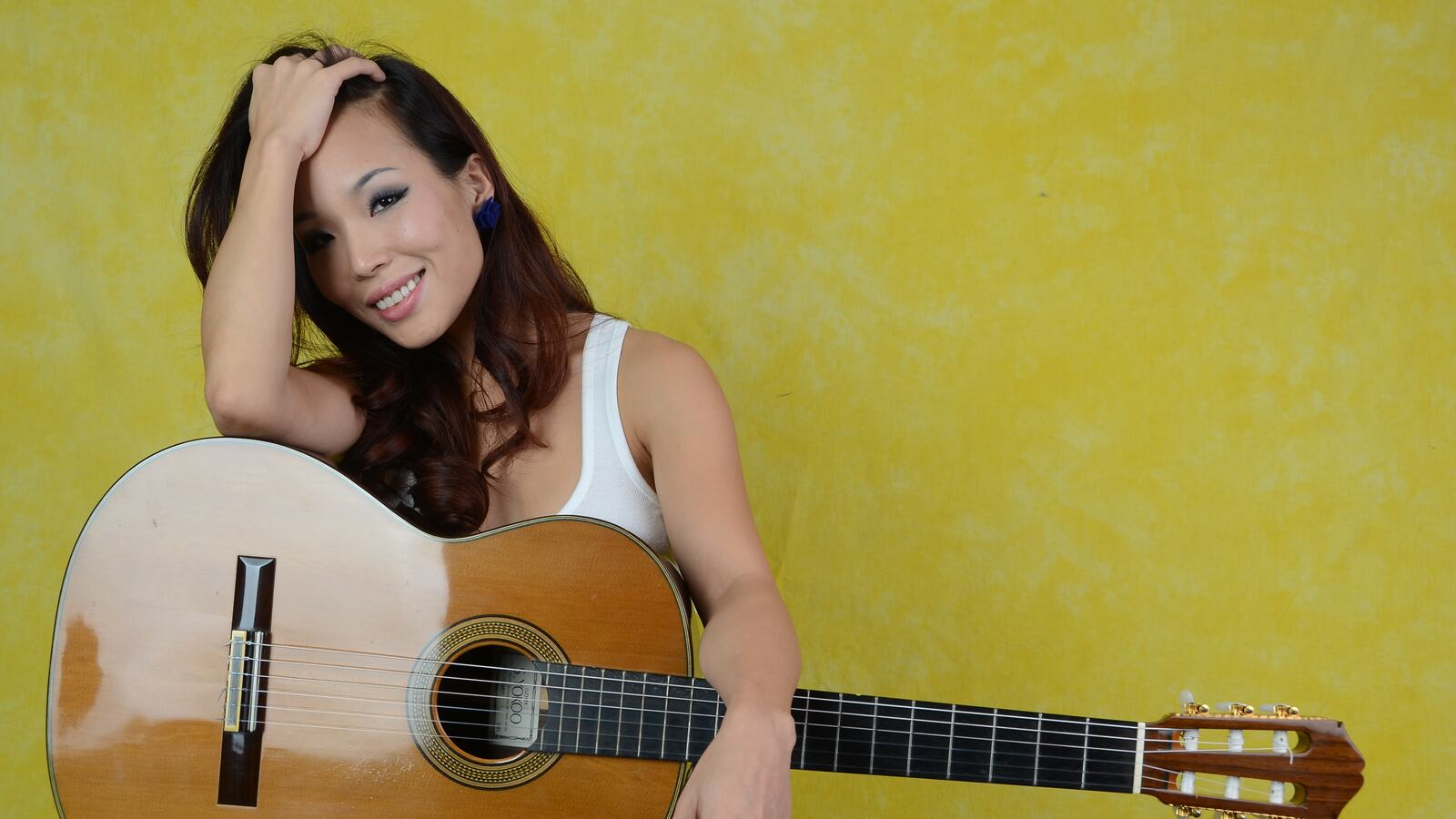 Thu Lee, classical guitarist