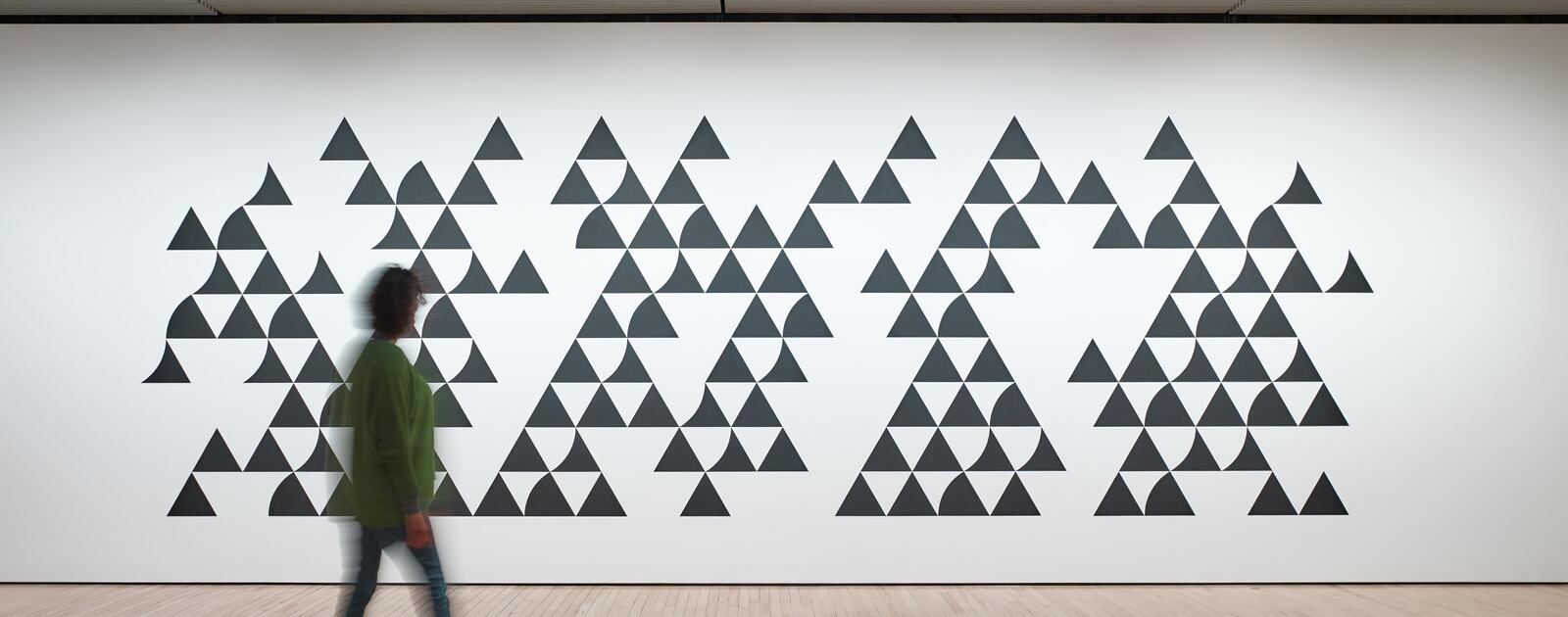 Installation view of Bridget Riley, Quiver 3, 2014 at Hayward Gallery 2019 © Bridget Riley 2019 Photo Stephen White & Co.