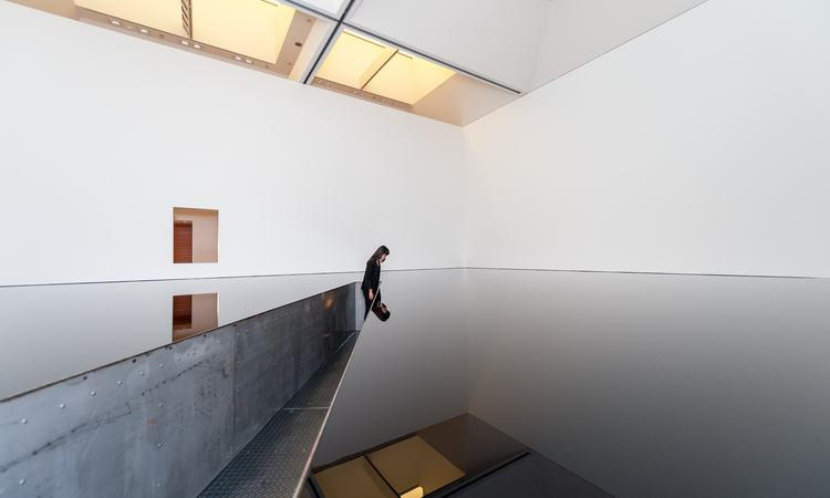 Richard Wilson, 20:50 at the Museum of Contemporary Art in Tokyo, 2013