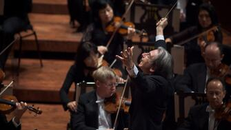 Michael Tilson Thomas conducting