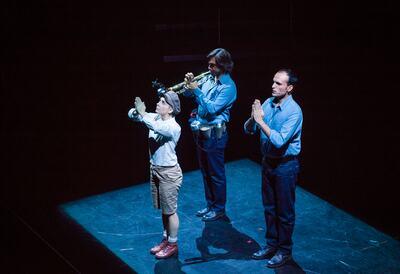 Donnerstag aus Licht performance onstage