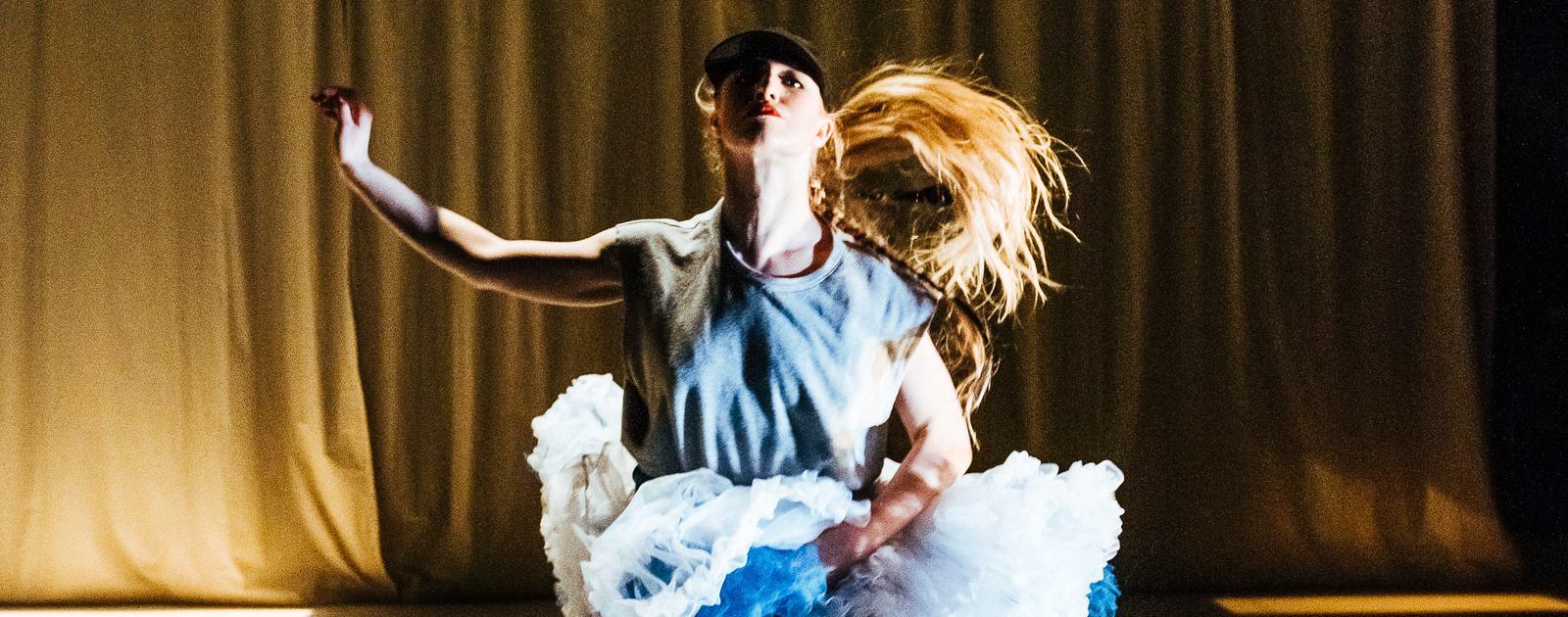 Velvet Petal. Scottish Dance Theatre, CEPROMUSIC. Dundee Rep Theatre. July 2016