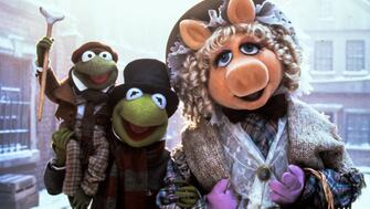 Kermit, Robin and Miss Piggy in a film still from The Muppet Christmas Carol