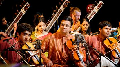 Violinists and sitarists in Indian traditional dress