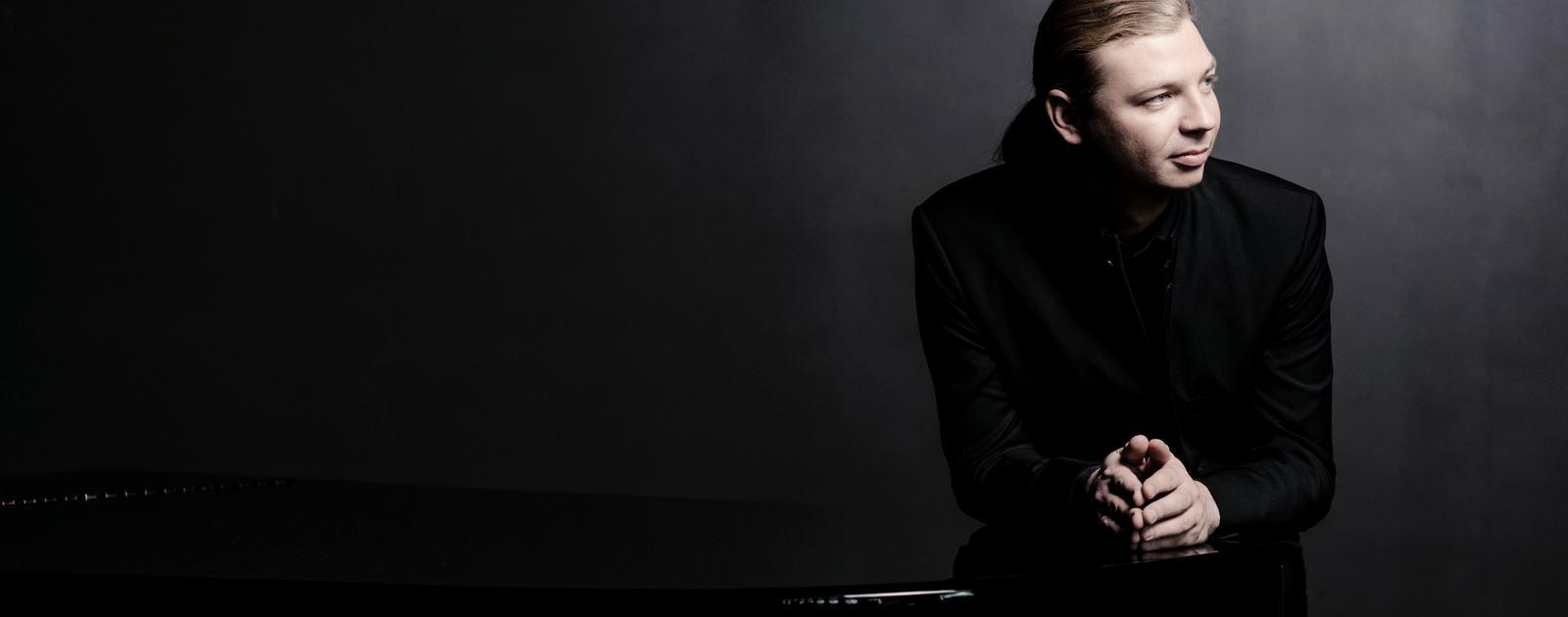 Denis Kozukhin 2016.Pianist.Photo: Marco Borggreve