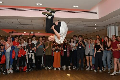 U Dance: Pop Ups, breakdancing performer