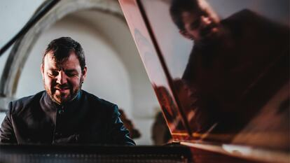 Steven Devine, pianist