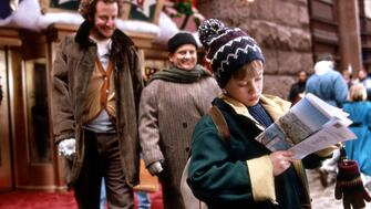 Daniel Stern, Joe Pesci and Macauley Culkin in a still from the film Home Alone 2