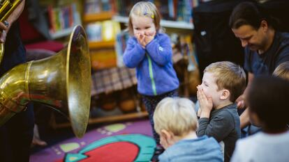 Toddlers enjoying a Jazz session