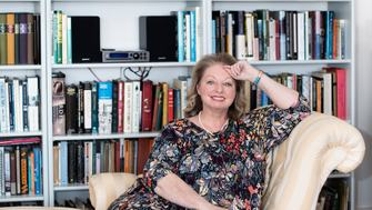 Hilary Mantel headshot