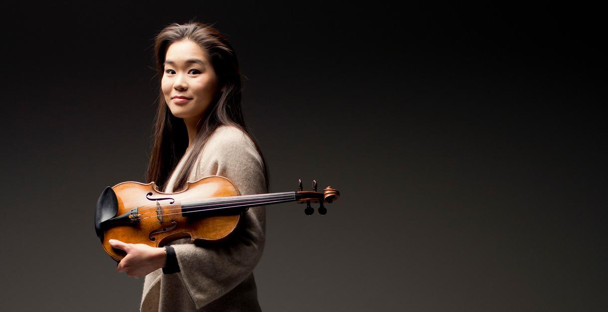 Esther Yoo, Violin.Photo: Marco Borggreve